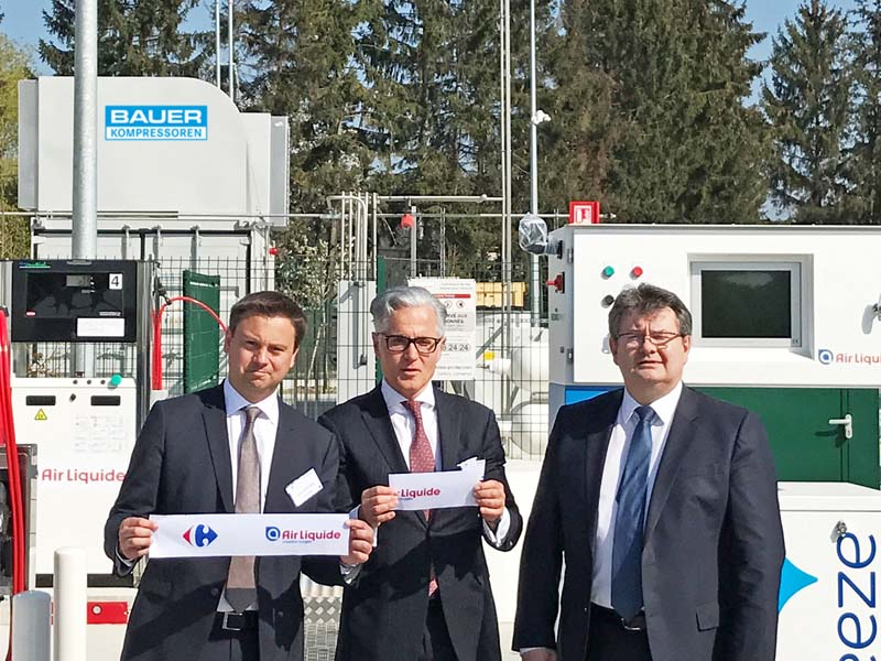 The opening of the new biogas fuelling station in Sevron. Photo, from left: Xavier Pontone, Vice President Advanced Business & Technologies/Air Liquide, Philipp Bayat, Chairman/BAUER GROUP and Noël Prioux, Directeur Exécutif/Carrefour France