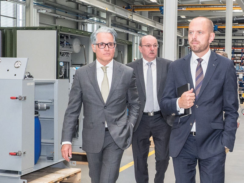 Touring the new production plant: Philipp Bayat, Johann Lesser, Dr. Bruch, Peter Kamm
